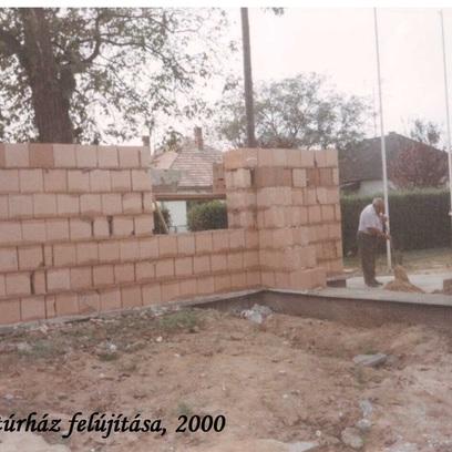 Kultúrház falazás 2000-1.jpeg